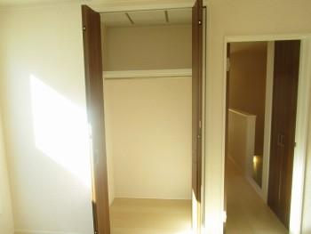 2階洋室6.7帖クローゼット