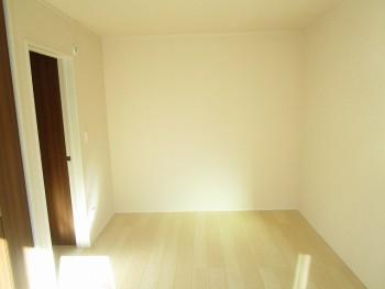2階洋室6.7帖2