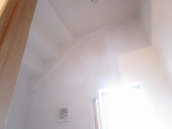 1階トイレ天井